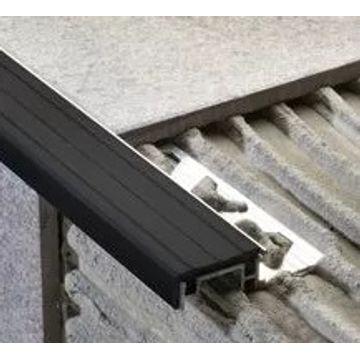 Protector-de-Escalon-de-Aluminio-y-Pvc-Negro-Mate-25-Mts.-10x30-Mm.